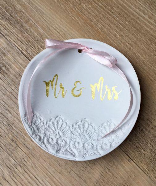 Ringschale Spitze Mr & Mrs, Gold (Handarbeit)